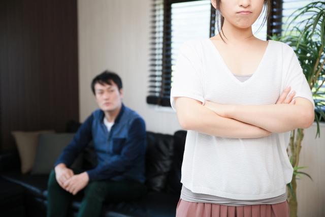 不満を持つ女性