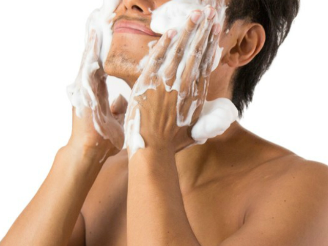 まずはしっかり洗顔